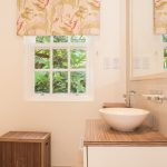 34 twin room cottage bathroom low res